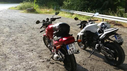 Yamaha XJ600N und Suzuki GSR 750